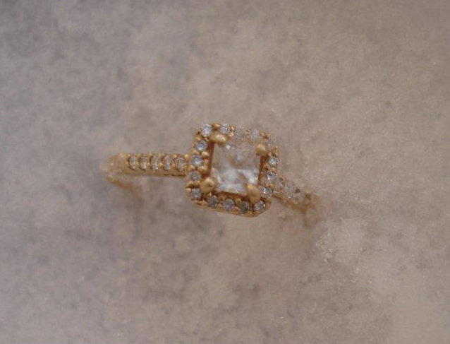 jewellery, engagement ring, oro de rey, gold of the king, princess cut diamond, 14 kt yellow gold,