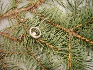 Christmas diamond pendant on fir tree boughs, Oro de Rey, gold of the king, winnipeg jeweler
