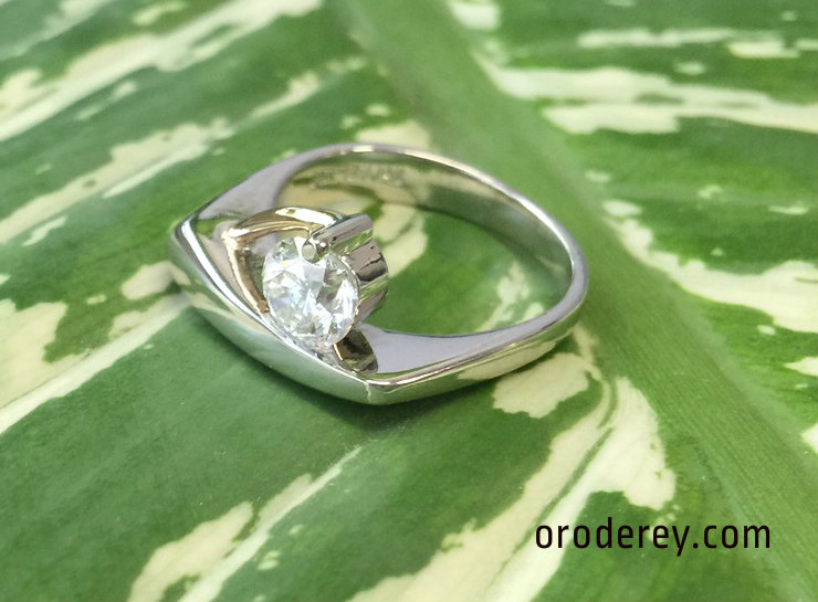 1 ct diamond in white and yellow gold wedding ring